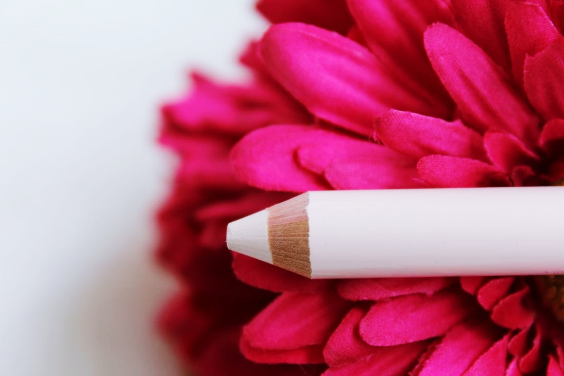essence brit-tea – duo highlighter pencil - cremefarbende Seite.
