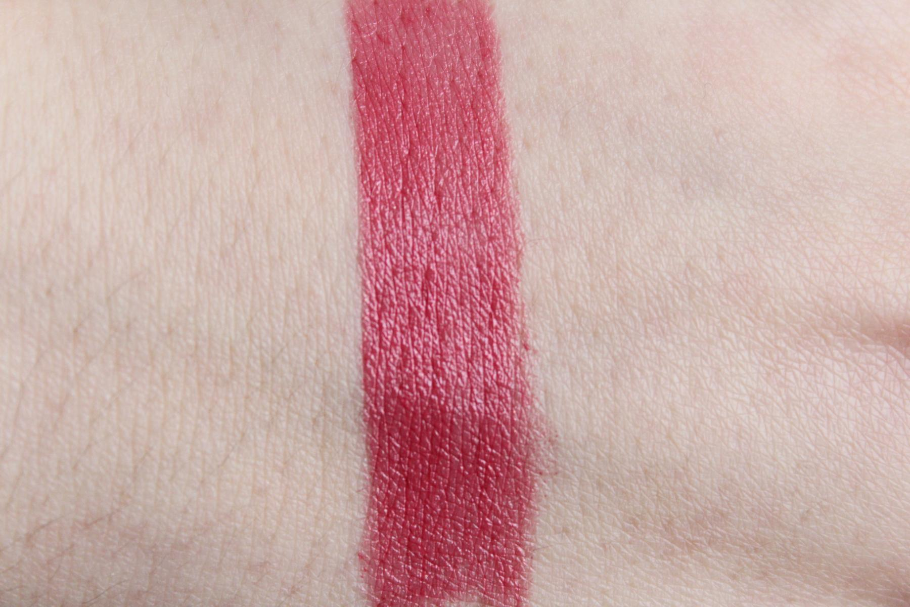 "Swatch Maybelline Color Sensational Blushed Nudes Lippenstift ""407 Lust Affair"""
